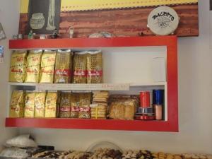 Torino 1 gennaio 2015. Un caffè...leccese a Torino, corso Orbassano 96, pasticceria Elba. Foto, Romano Borrelli