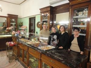 Torino 25 gennaio 2015. Pasticceria Sida. Papà Mario, le sorelle Serena ed Elena e mamma Maria. Foto, Romano Borrelli